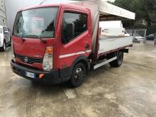 Camion centinato alla francese Nissan Cabstar 45.15