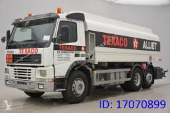 Kamion cisterna chemikálie Volvo FM7