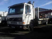 Camion plateau Volvo FL10 320