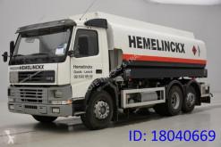 Camion citerne produits chimiques Volvo FM12
