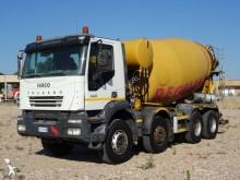 Camion béton toupie / Malaxeur occasion Iveco Trakker AD 410 T 44
