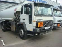Camión cisterna hidrocarburos Volvo FL 619