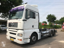 Camion portacontainers MAN TGA 26.440