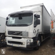 Camion Volvo FE 320 fourgon accidenté