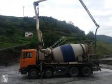 Camion béton MAN F 25.322