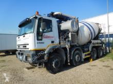 Teherautó Iveco Trakker 440 használt por állományú anyagok szállítására alkalmas tartálykocsi