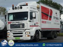 camion MAN 26.310 carrier lift