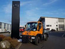 Camión furgón Mercedes UNIMOG U300 4x4 Hydraulik Standheizung Klima
