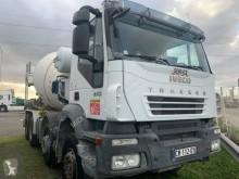 Camión Iveco Trakker 410 hormigón cuba / Mezclador usado