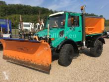 camião Unimog U 1200 427/10 Winterdienst, Streuer + Schneepfl