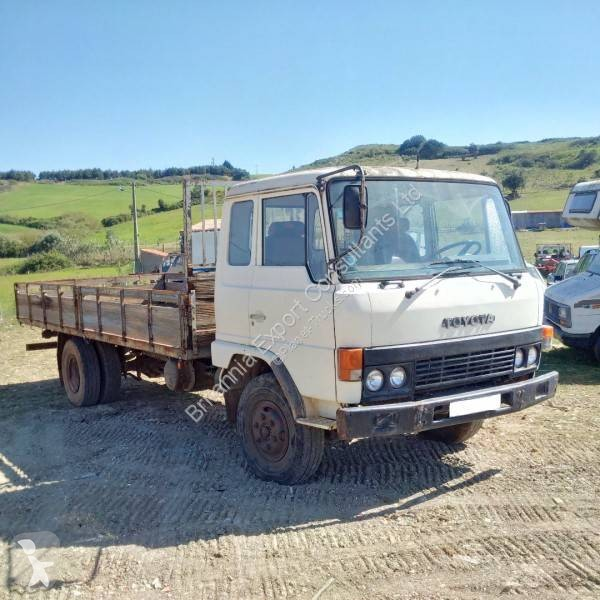 View images Toyota Hyno truck