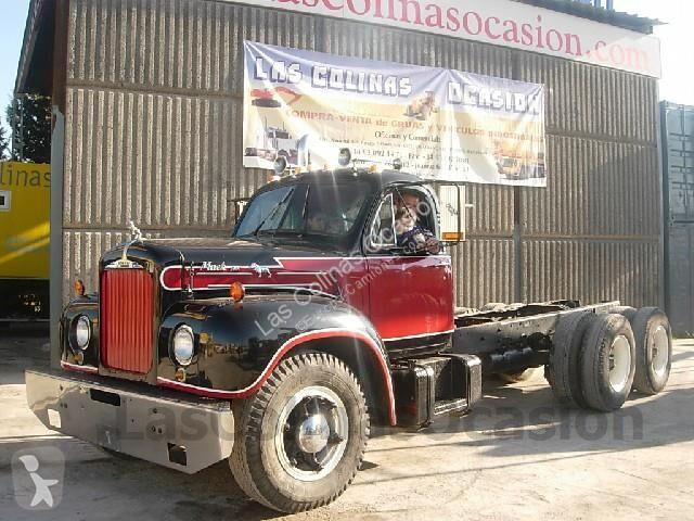 Voir les photos Camion Mack V61T