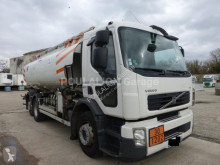 Volvo szénhidrogének tartálykocsi teherautó FE 320