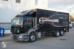 vrachtwagen platte bak drankenvervoer Mercedes