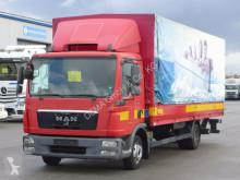 camião caixa aberta com lona MAN
