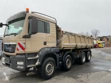 vrachtwagen driezijdige kipper MAN