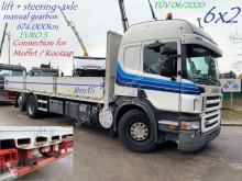 Vrachtwagen Scania P 420 tweedehands platte bak
