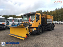 camión quitanieves con salero Volvo