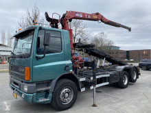Camión portacontenedores DAF AS 75 Full steel met hmf kraan 2004