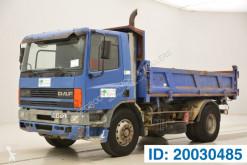 vrachtwagen driezijdige kipper DAF