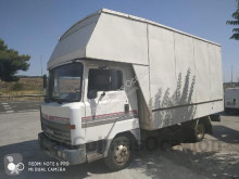 camion fourgon Nissan