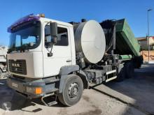 camión cisterna de alquitrán MAN