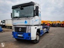 Renault Magnum 480 DXI truck damaged container