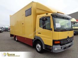 Camion van à chevaux Mercedes Atego 817