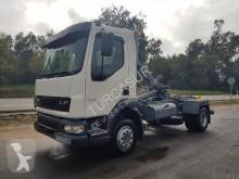 camión Gancho portacontenedor DAF