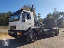 camión Gancho portacontenedor MAN