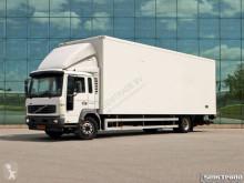 vrachtwagen Volvo FL6 220 4X2 ISOLATED BOX