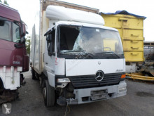 Camion Mercedes Atego fourgon accidenté