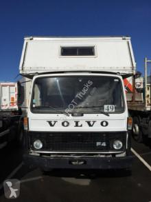 Camion van à chevaux Volvo FL4