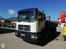 Camion ribaltabile trilaterale MAN 19.272