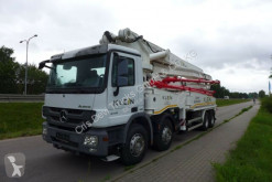 Camion calcestruzzo pompa per calcestruzzo usato Mercedes 4141 8x4 KLEIN 47 m
