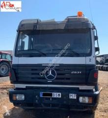 Camion plateau Mercedes 2531