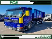 Camion Volvo FM12 380 polybenne accidenté