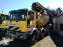 Camion béton toupie / Malaxeur Iveco Trakker MP 340 E 35
