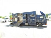Camion van à chevaux occasion MAN 12.192 Pferdetransporter*Platz für 5 Pferde*