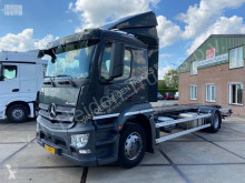 Mercedes container truck Antos