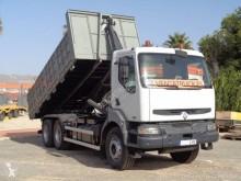 Camión Renault Kerax 370.26 (6X4) Gancho portacontenedor usado