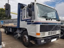 Camion plateau standard Volvo FL10 320