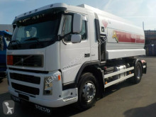 Used tanker truck Volvo FM260-14000L-MANUAL-4 KAMMERN-TOP ZUSTAND