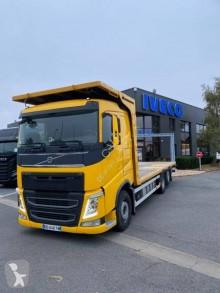 Camion plateau porte paille Volvo FH 540