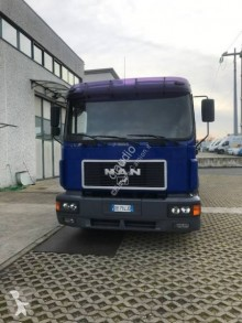 Camion plateau ridelles occasion MAN F2000 14.264
