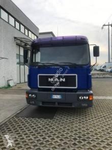 Camión MAN F2000 14.264 caja abierta teleros usado