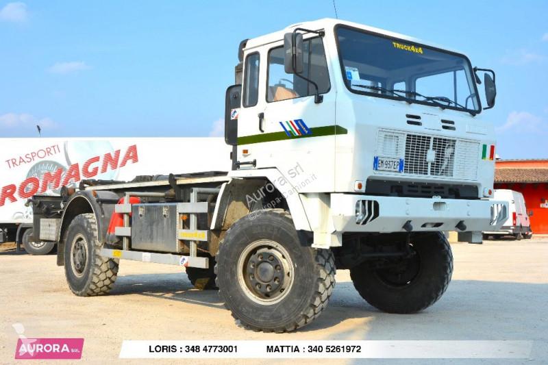 Voir les photos Camion Iveco 100 4X4 SCARRABILE BALESTRATO ANTERIORE E POSTERIO