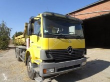 Camión Gancho portacontenedor Mercedes Actros 2633