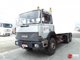 Lastbil containertransport Iveco 330.36