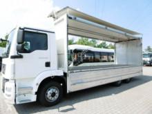 Camión caja abierta transporte de bebidas MAN TGM 23.290 Getränkekoffer Staplerauf. Schwenkw.